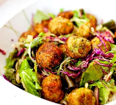 Салат с кабачковыми шариками