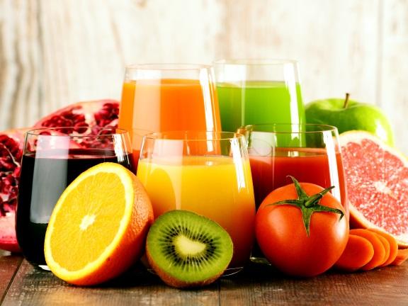 Когда пить соки утром или вечером. Как правильно пить свежевыжатые соки, чтобы они принесли пользу
