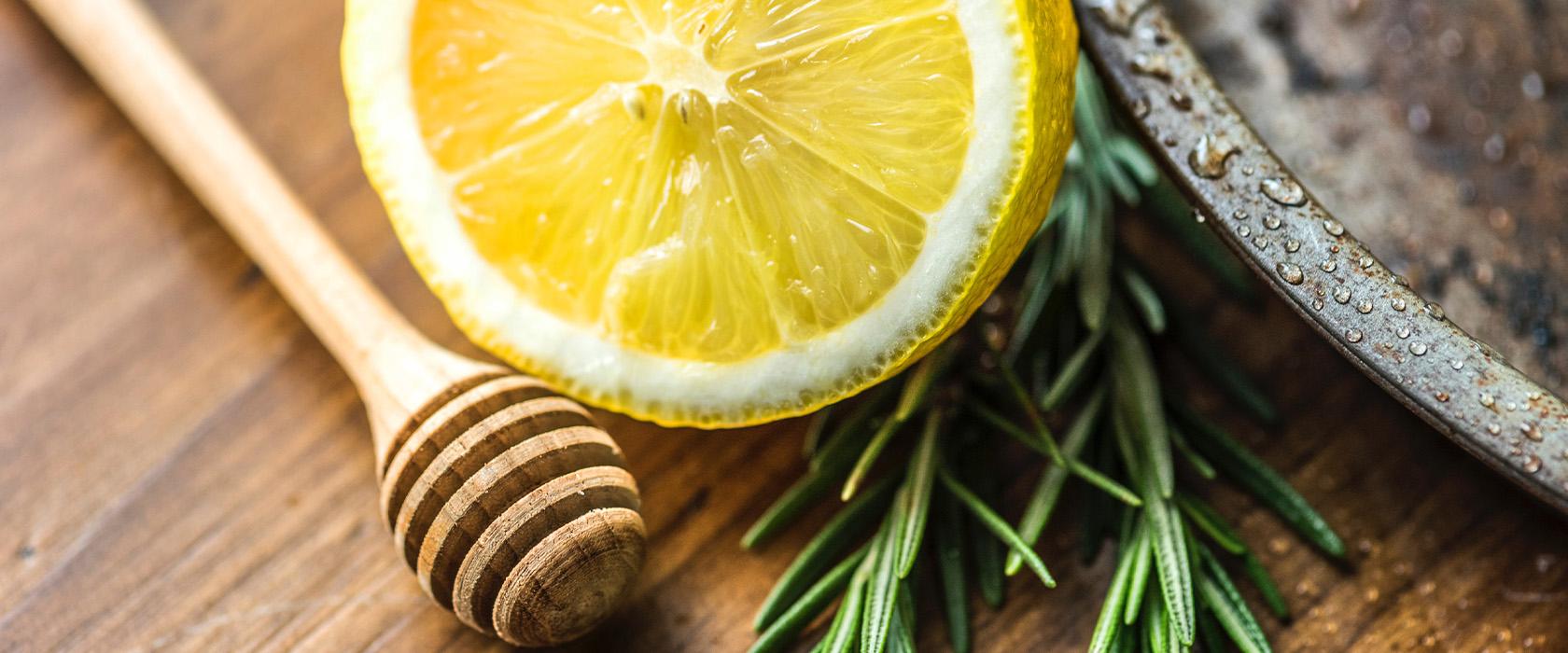 Чем полезна вода с лимоном натощак для организма