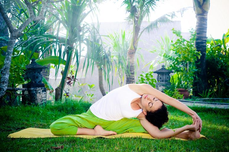 асаны для женщин, йога для женщин, йога во время менструации, женские практики