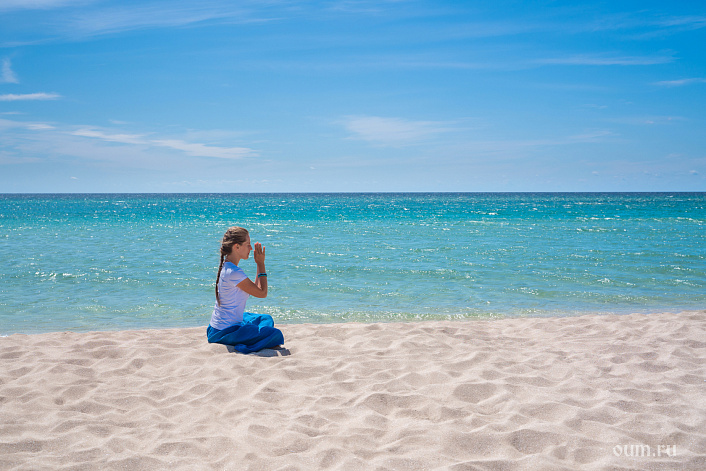 море, песок, намасте